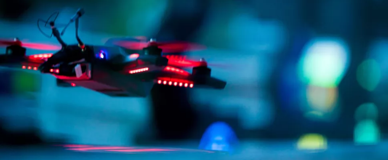 Gerrit Rietveld laat drones los in school
